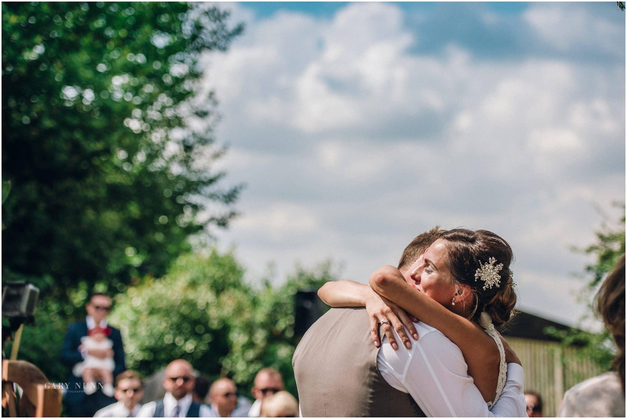 wedding photo checklist, first kiss