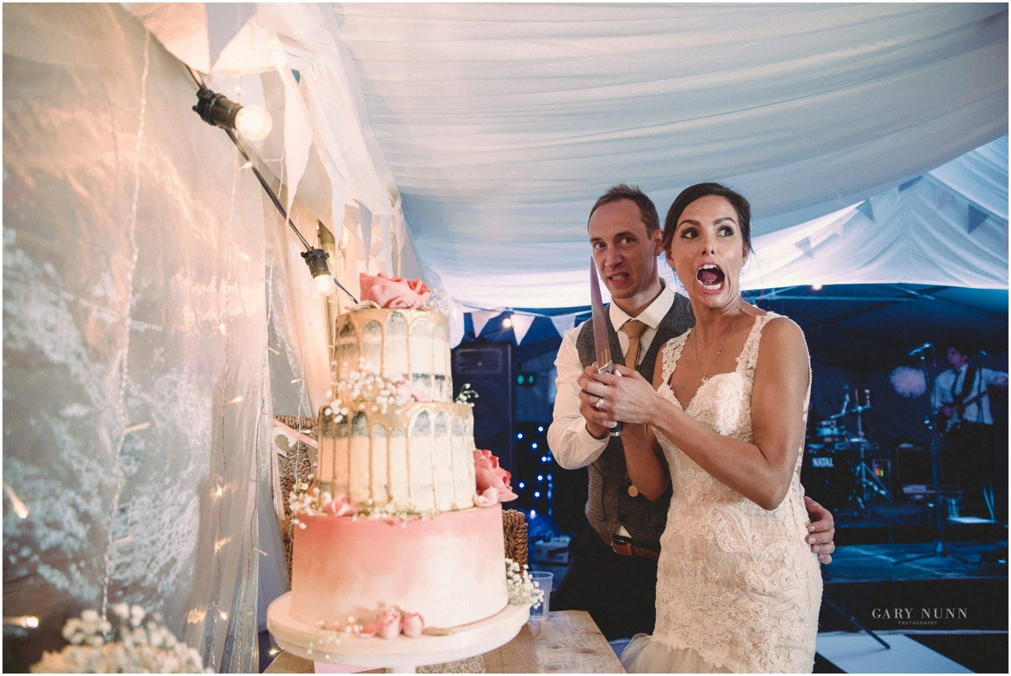 Milton Keynes Wedding Photographer, wedding photo checklist, first kiss, cake cutting, cutting of the cake,
