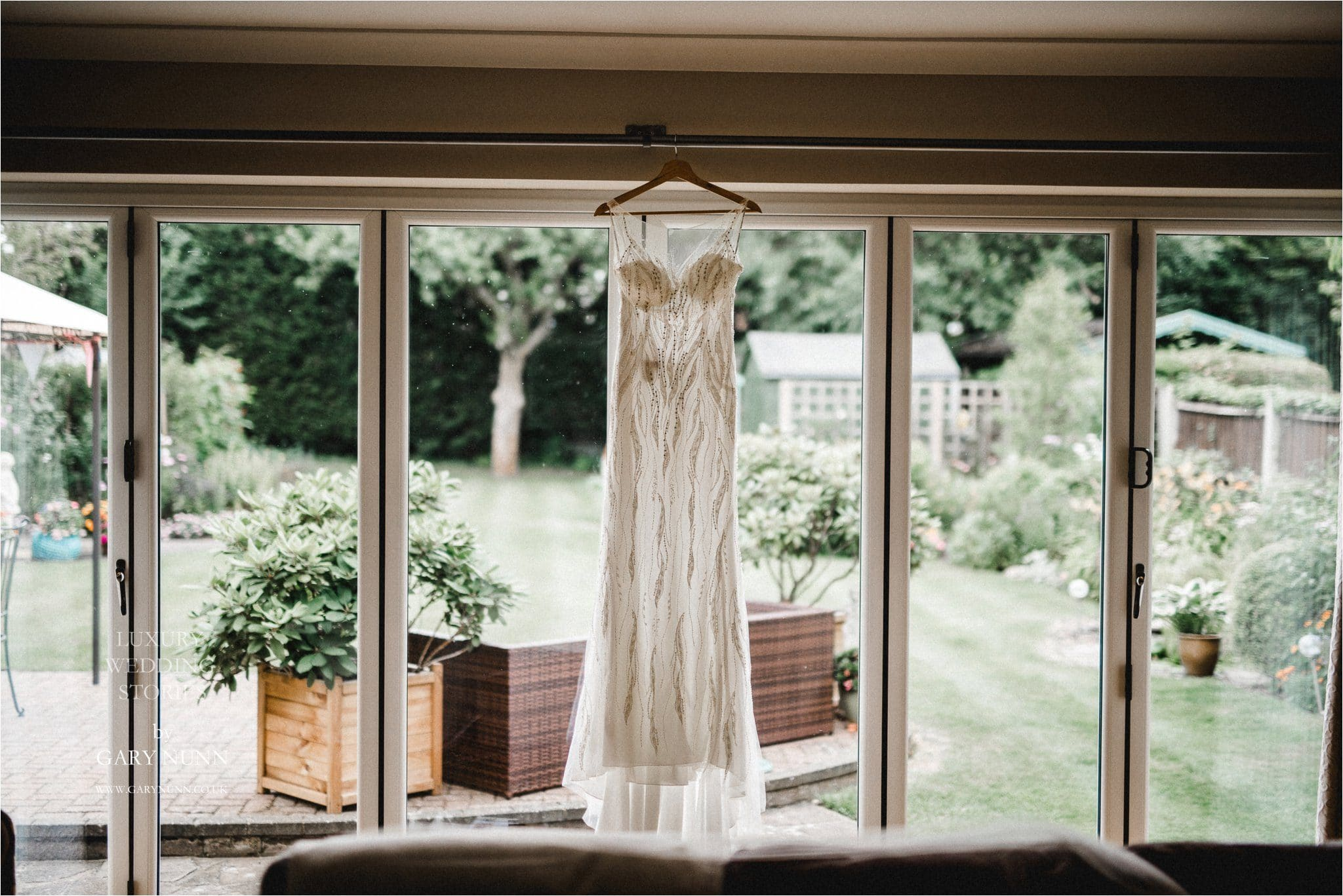 choosing your wedding dress, wedding photographer Milton Keynes, wedding photographer Leighton Buzzard, wedding photographer Bedfordshire, destination wedding photographer