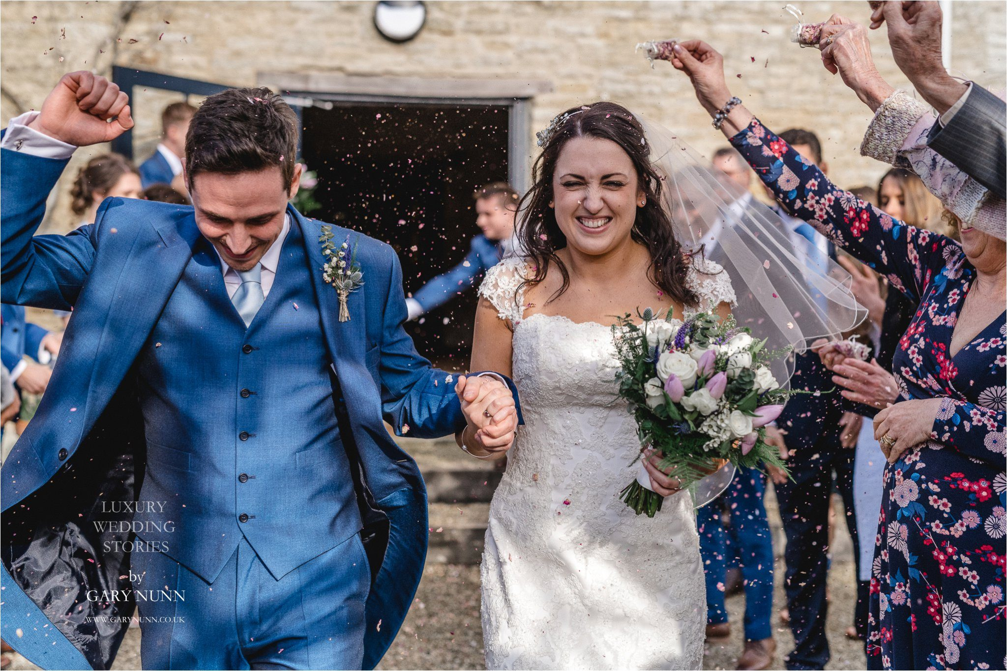 merriscourt, Gloucester wedding photographer, confetti shot