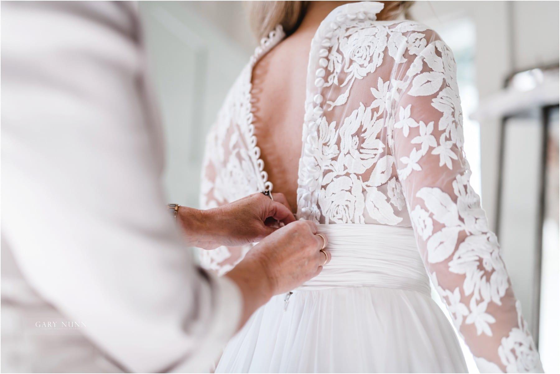 wedding photographer Gloucestershire, best wedding tips ever, bride dresses